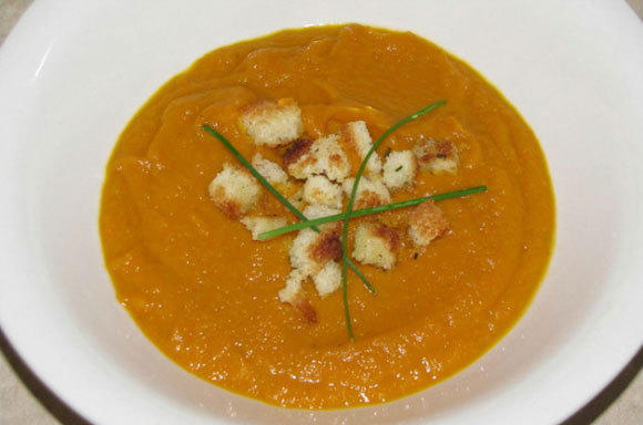 "<a href=""http://bit.ly/Sr6p34"">Pumpkin, carrot, and apple soup</a>"