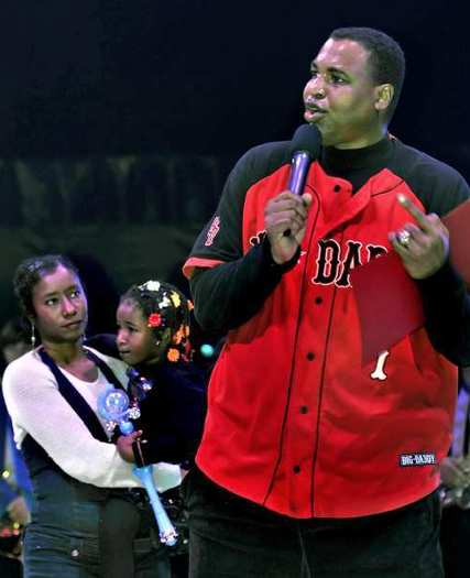 Former UCLA and NBA basketball player Brad Wright, with his wife, Meshun, and daughter, Melony, at the Ramos Bros. Circus on Sunday, December 2, 2012.