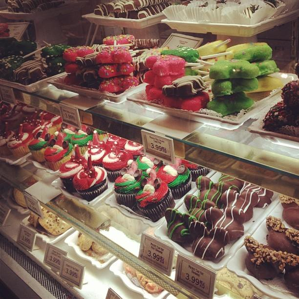 @kyannlewis took this shot of holiday treats at Walt Disney World. <b>#thedailydisney</b>