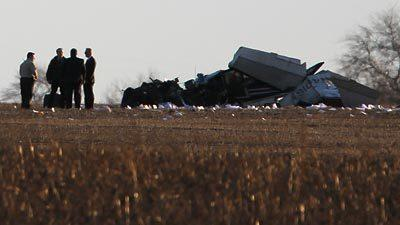 1 killed in small plane crashes near Manhattan in Will County.