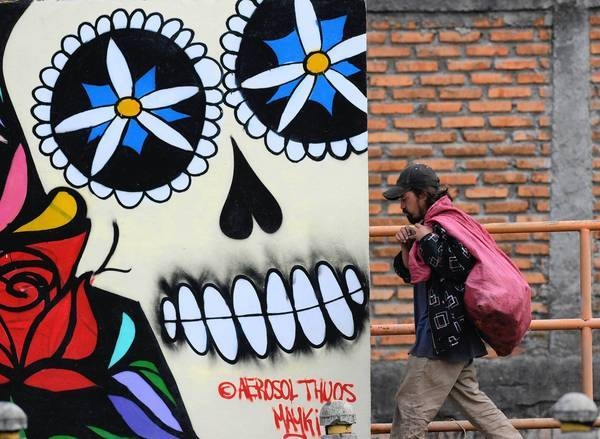 Street art refers to violence in Tegucigalpa, Honduras' capital.