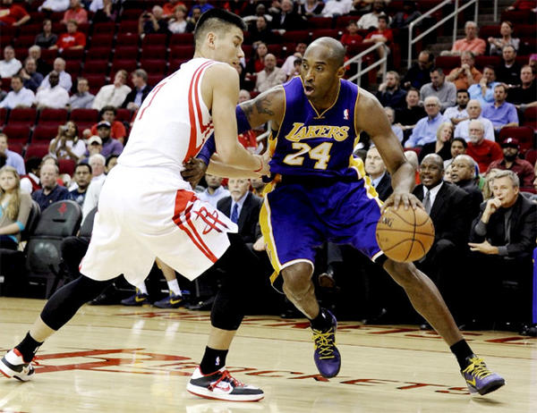 Kobe Bryant scored 39 points in the Lakers 107-105 loss to the Houston Rockets.