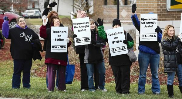 Fifth- and sixth-grade teachers from Lakewood School in District 300 strike Tuesday in Carpentersville.