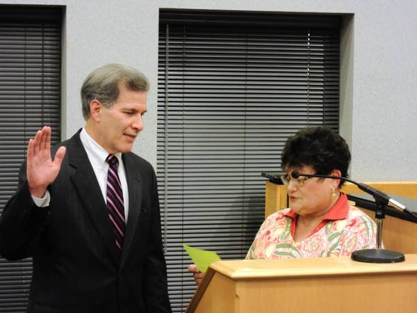Scott Levin was sworn in as acting mayor by city clerk Patty Spencer