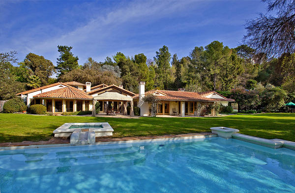 An estate in Bel-Air once owned by the late television host Merv Griffin sold for $6.275 million.