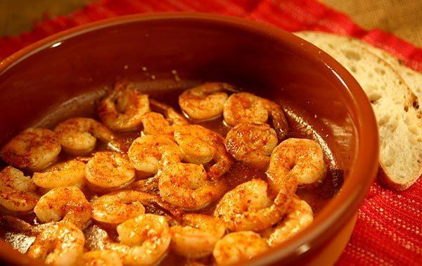 Sizzling shrimp with garlic and hot pepper.