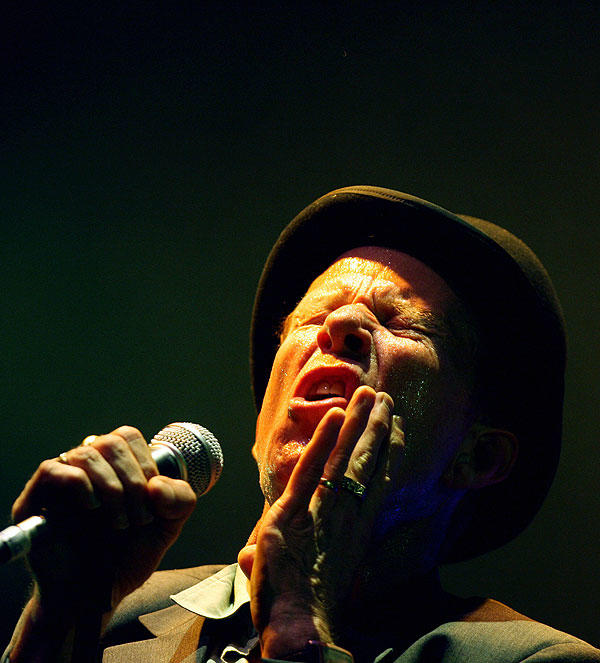 Folks either love him or hate him.  There's no in between.  Singer Tom Waits turns 61 today.