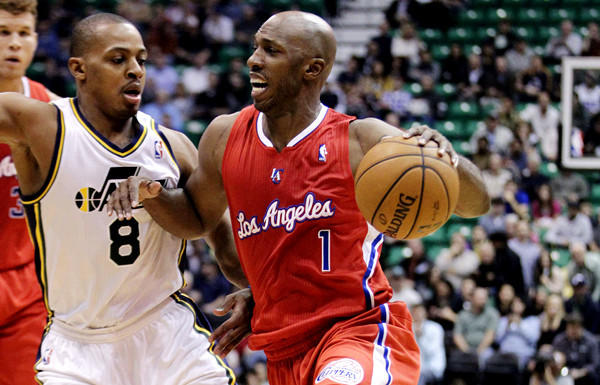 Clippers guard Chauncey Billups tries to drive past Jazz guard Randy Foye on Monday night.