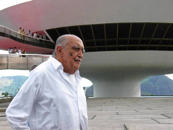 Brazilian architect Oscar Niemeyer makes a 2007 visit to an exhibit about his work at a museum he designed in Niteroi, Brazil.