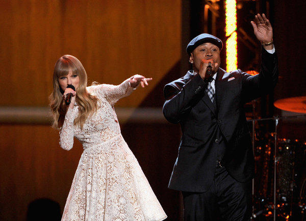"The show kicked off with hosts Taylor Swift and LL Cool J switching music genres. Swift beatboxed while LL Cool J sang out ""Honky-tonk, here I come."""