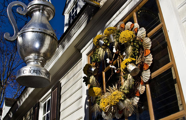 Colonial Williamsburg shows off their Christmas decorations.	Chownings Tavern- Is another creation by Peggy Lankford.  This decoration features the tavern beer mugs, wheat, barley, yarrow, scallop shells, quince slices and of course, hops! Smoking pipes are smoking with cotton plumes!