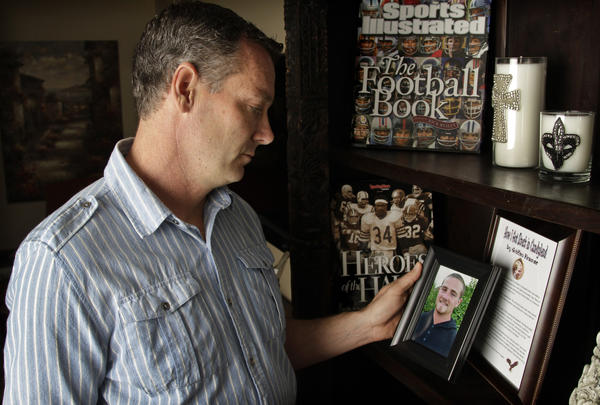 Former Bears quarterback Erik Kramer with a picture of his son, Griffen, who died in 2011.