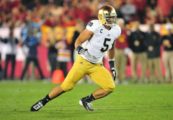 Notre Dame's Manti Te'o won the Maxwell and Camp awards Thursday night.
