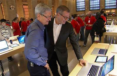 Tim Cook, left, and Brian Williams talk in an Apple store.