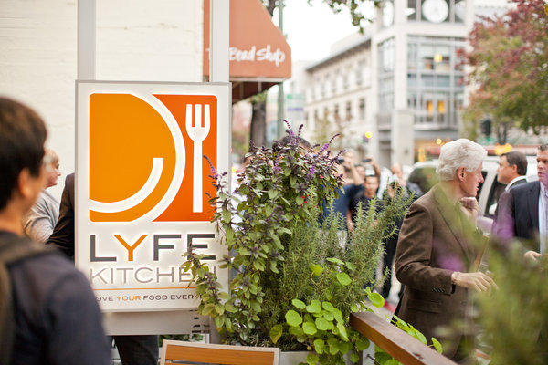 Former President Bill Clinton visits LYFE Kitchen Restaurant in Palo Alto this week. The eatery is expanding in Southern California.
