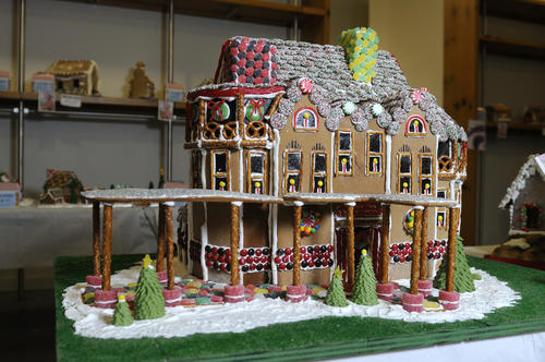 First-place amateur went to the team of Matt Cooper, Jenny Labo, Jen Andrews, Matt Labo, Paula Vining and Kathy Cooper who created a reproduction of the Mark Twain House.