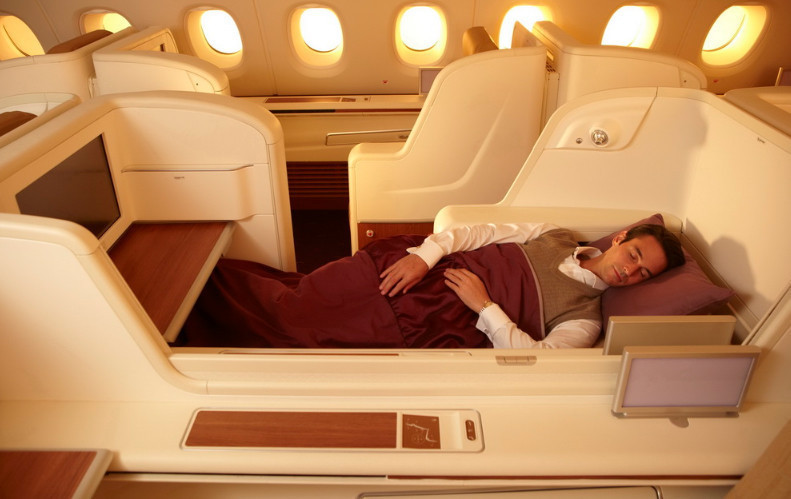 Inside thai airway 39 s airbus a380 airplane la times for Inside l interieur