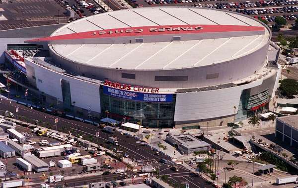 Staples center is ranked nba 39 s second best arena latimes for Dining options at at t stadium