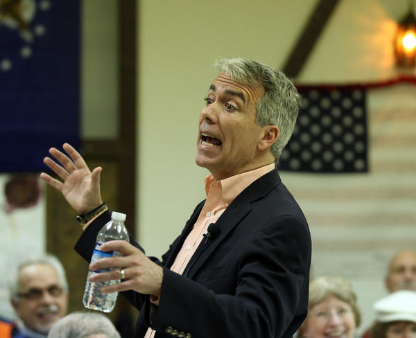 U.S. Representative Joe Walsh ( R ) addresses supporters during his last town hall meeting at the American Legion in Wauconda.