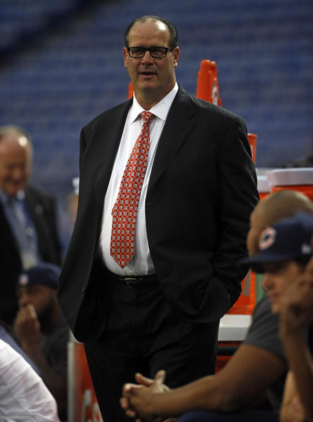 Bears offensive coordinator Mike Tice is dressed up before the game.