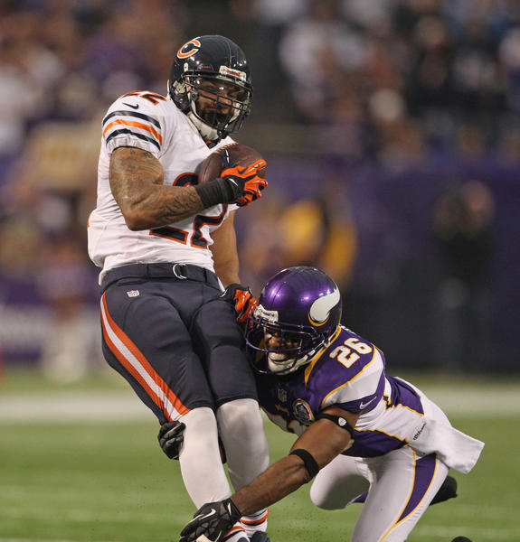 Vikings cornerback Antoine Winfield tackles Matt Forte during the first half.