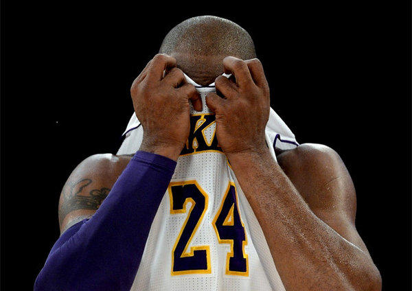 Kobe Bryant and the Lakers are 9-12 and rapidly losing sight of a high playoff seeding.