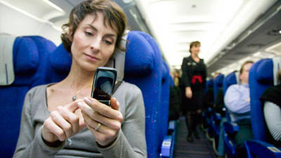 FCC Wants to Changes In-Flight Cell Phone Rules