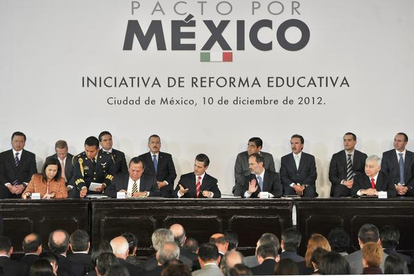 Mexican President Enrique Pea Nieto, center, at the announcement of an education reform plan.