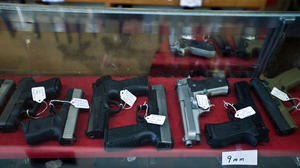 Concealed carry: Court strikes down Illinois' ban