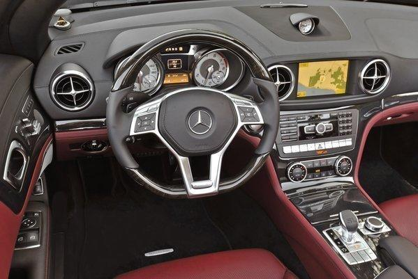 What does THAT button do: The high-tech interior of the Mercedes-Benz SL550