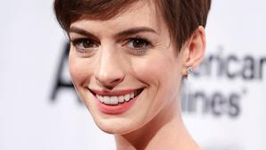 Anne Hathaway gets revealing at NYC premiere of 'Les Miserables'