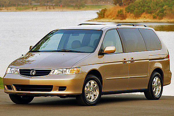 This 2003 Honda Odyssey minivan is among the 800,000 vehicles Honda is recalling for faulty ignition switches.