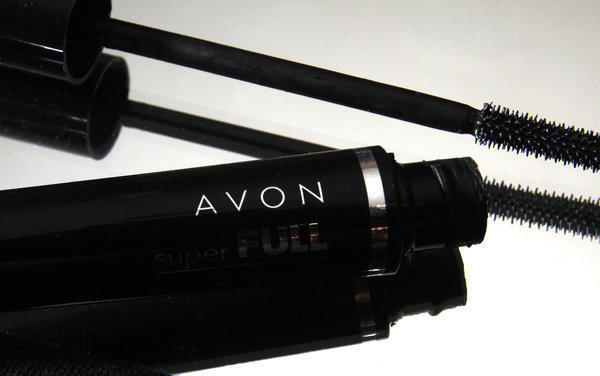 Amid declining sales, Avon announces 400 job cuts.