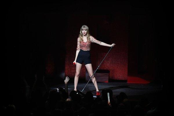 Taylor Swift performs at KIIS-FM's annual Jingle Ball 2012 at Nokia Theatre on Dec. 2, 2012.