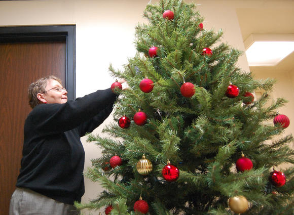 Glitz and glitter brought to Garrard County Courthouse by way of Christmas decorations