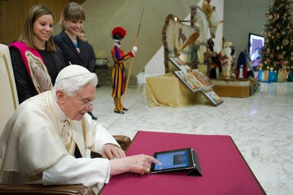 Pope Benedict XVI sends first tweet
