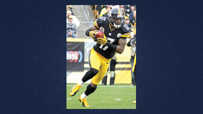 Pittsburgh Steelers wide receiver Mike Wallace (17) runs a reverse during the first quarter of an NFL football game against the San Diego Chargers in Pittsburgh, Sunday. Wallace, who has six drops this season, is trying to stay focused.