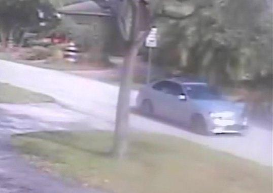 Suspected getaway car leaves the scene of a burglary in Fort Lauderdale