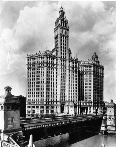 The Wrigley Building was designed by Graham, Anderson, Probst & White and was completed in 1924 when the second, northern tower, was finished. Undated photo.