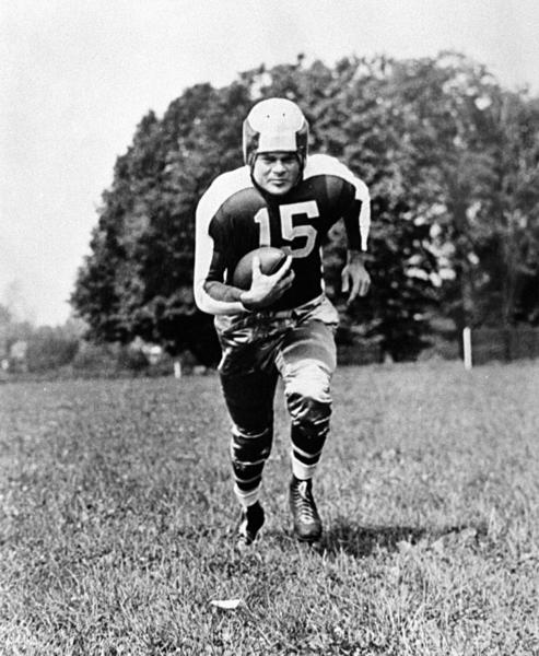 Hall of Fame running back Steve Van Buren, who won two National Football League titles in an eight-year career with the Philadelphia Eagles, died of pneumonia. He was 91.