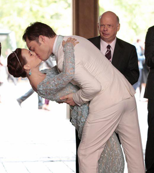 'Gossip Girl' fashion: The good, the bad and the exceedingly ugly: Why isnt Wallace Shawn excited? Everyone else is swooning!