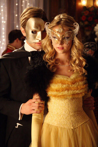 'Gossip Girl' fashion: The good, the bad and the exceedingly ugly: Nate, youre cute, but are you seriously so dim that you cant figure out that Jenny is about half a foot shorter than Serena?