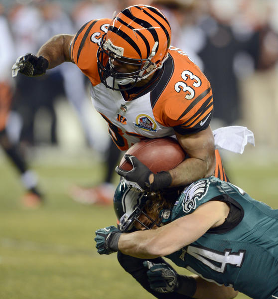 Cincinnati Bengals free safety Chris Crocker (33) recovers a fumble at Lincoln Financial Field in Philadelphia on Thursday.
