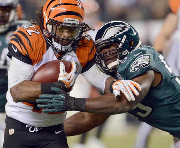 Philadelphia Eagles middle linebacker DeMeco Ryans (59) tackles Cincinnati Bengals running back BenJarvus Green-Ellis (42) at Lincoln Financial Field in Philadelphia on Thursday.