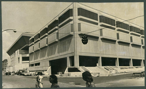 This view from Ann and Asylum streets shows the exhibition space of the Hartford Civic Center in the foreground and the coliseum behind it. Retail space would be located along Trumbull Street and Asylum Street.