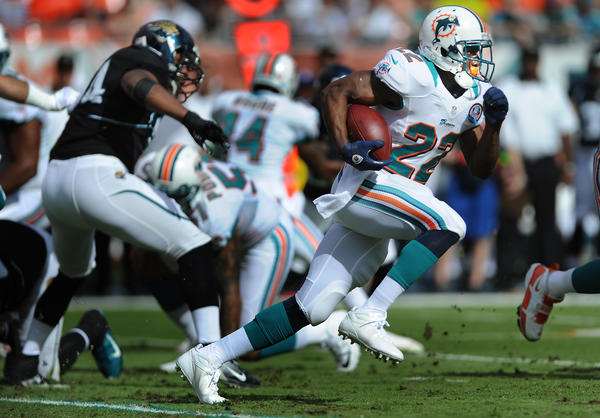 Miami's Reggie Bush heads up field for a first half gain.