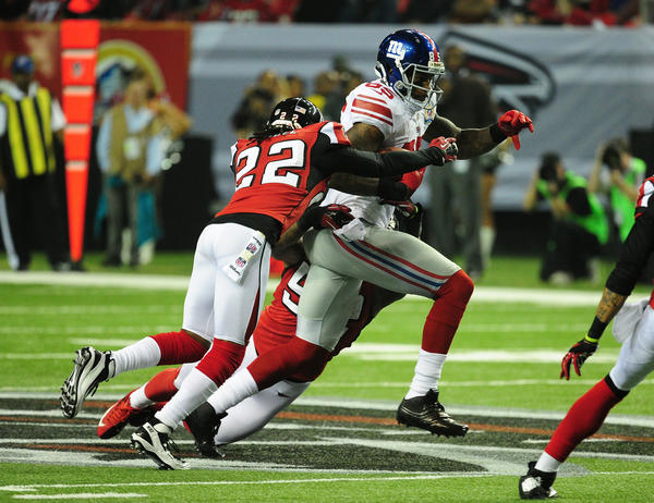 Martellus Bennett #85 of the New York Giants runs with a catch against Asante Samuel #22 of the Atlanta Falcons at the Georgia Dome on December 16, 2012 in Atlanta, Georgia. Atlanta won 34–0.