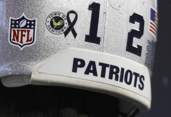Patriots Pay Tribute To Newtown Victims, Survivors