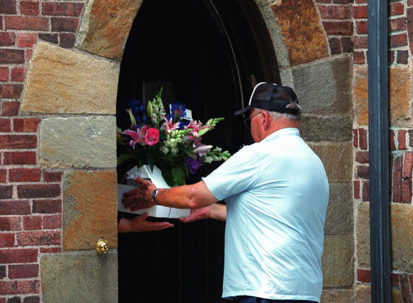 NEW HAVEN 8/7/00 Ken Erickson delivers flowers from Papa's Chapel Open Air Market to the home of Senator Joseph Lieberman to congratulate him after Lieberman announced that Al Gore chose him to be his Vice-Presidential running mate.