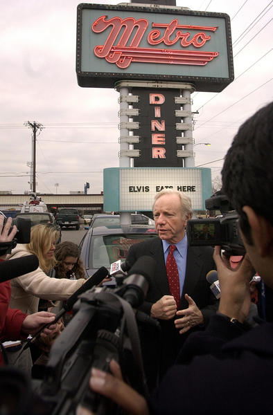 Tulsa, OK 1-29-2004 Sen. Joseph Lieberman held a Thursday morning campaign stop at the Metro Diner in Tulsa, Oklahoma. After a coffee and walk around the diner meeting the patrons, Lieberman held a press conference outside the diner for local press.
